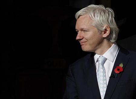 WikiLeaks founder Julian Assange leaves the High Court in central London November 2, 2011.    REUTERS/Andrew Winning