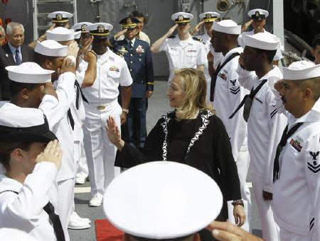 U.S. Secretary of State Hillary Clinton (C) waves at U.S. sailors during the 60th anniversary commemoration of the U.S. and the Philippines' Mutual Defense Treaty onboard the USS Fitzgerald destroyer in Manila November 16, 2011. REUTERS/Erik De Castro