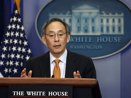 Secretary of Energy Steven Chu briefs the press in Washington, March 30, 2011. REUTERS/Larry Downing