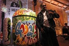 Рэппер Баста Раймс на презентации сервиса Google Music в Лос-Анджелесе, 16 ноября 2011 года. Интернет-гигант Google Inc начинает продавать музыку через свой новый онлайн-магазин и несмотря на отсутствие договоренности с одним из основных лейблов надеется отобрать лавры первенства в сфере распространения аудиозаписей у Apple Inc и Amazon.com Inc. REUTERS/Mario Anzuoni