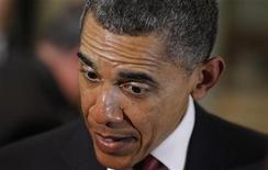 Президент США Барак Обама разговаривает со школьниками в Канберре 16 ноября 2011. Обама совершил в четверг короткую остановку в австралийских тропиках, где живут некоторые из крупнейших и кровожаднейших в мире крокодилов, но местные власти позаботились о его близких. REUTERS/Lukas Coch