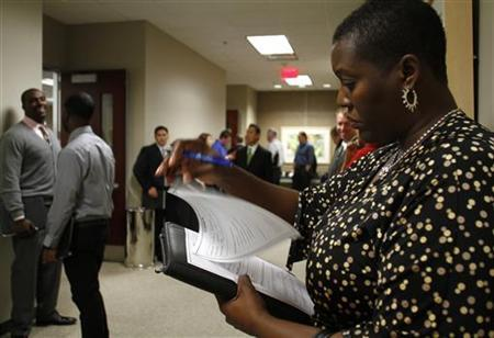 Lee Ann Parham fills out paper work during the Chase Bank Veterans Day job fair in Phoenix, Arizona November 11, 2011. C REUTERS/Joshua Lott