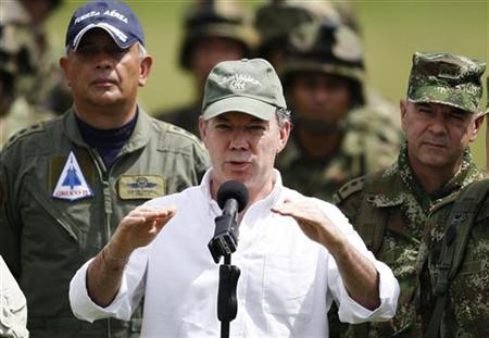 Colombia's President Juan Manuel Santos speaks to the media in Popayan November 5, 2011.   REUTERS/Jaime Saldarriaga