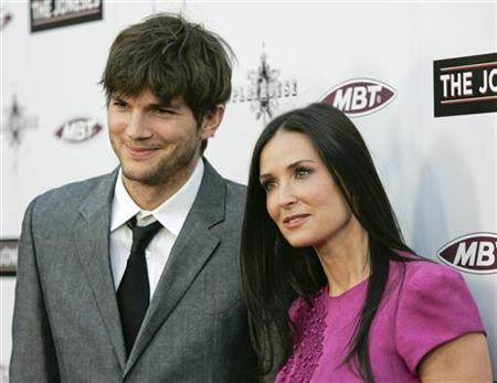 Cast member Demi Moore (R) and her husband, actor Ashton Kutcher, arrive at the premiere of ''The Joneses'' in Los Angeles, California April 8, 2010. REUTERS/Jason Redmond