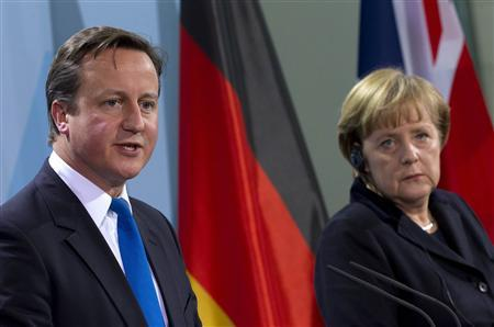 German Chancellor Angela Merkel (R) and Britain's Prime Minister David Cameron attend a news conference after talks at the Chancellery in Berlin, November 18, 2011.  REUTERS/Thomas Peter