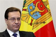 Мариан Лупу на встрече с председателем Европейского совета Херманом ван Ромпеем в Брюсселе 14 марта 2011 года. Молдавский прозападный альянс правящих партий раскололся по поводу кандидата в президенты, которого беднейшая страна Европы не может избрать уже два с лишним года. REUTERS/Francois Lenoir