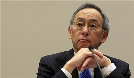 U.S. Energy Secretary Steven Chu testifies during the House Energy and Commerce Oversight and Investigations Subcommittee  hearing on 'The Solyndra Failure: Views from Energy Secretary Chu' on Capitol Hill in Washington November 17, 2011.  REUTERS/Kevin Lamarque