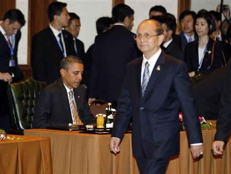 Myanmar's President Thein Sein (R) walks past U.S. President Barack Obama during a retreat at the East Asian Summit and ASEAN Summit in Nusa Dua, Bali November 19, 2011.  REUTERS/Jason Reed
