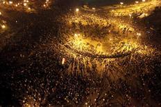 Общий вид на площадь Тахрир во время столкновений полиции и участников массовых акций протеста, 20 ноября 2011 г. По меньшей мере 12 человек погибли в результате столкновений полиции и участников массовых акций протеста против находящихся у власти в Египте военных в минувшие выходные в центре Каира, сообщили очевидцы. REUTERS/Mohamed Abd El Ghany