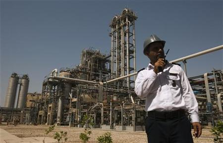 A security personnel stands in front of the Mahshahr petrochemical plant in Khuzestan province,1032 km (641 miles) southwest of Tehran, September 28, 2011. REUTERS/Raheb Homavandi