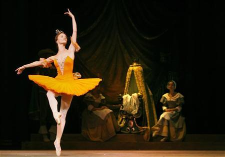Yana Selina, playing the Brave Fairy, and members of the Mariinsky Ballet (formerly the Kirov) perform Sleeping Beauty during a rehearsal at the Royal Opera House in London August 14, 2009.  REUTERS/Luke MacGregor