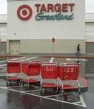 """Магазин Target в Дейли-Сити. Фотография сделана 23 февраля 2010 года. Ритейлер Target Corp получил петиции, которые подписали 190.000 сотрудников, возражая против полуночного открытия магазинов в """"черную пятницу"""". REUTERS/Robert Galbraith"""
