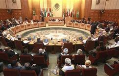 Министры иностранных дел арабских стран проводят экстренное совещание по вопросам Сирии в штаб-квартире Лиги арабских государств в Каире, 12 ноября 2011 г. Лига арабских государств дала Сирии один день для подписания протокола, позволяющего допустить в страну наблюдателей. В противном случае организации придется вводить экономические санкции, сообщил в четверг представитель Египта в ЛАГ. REUTERS/Asmaa Waguih
