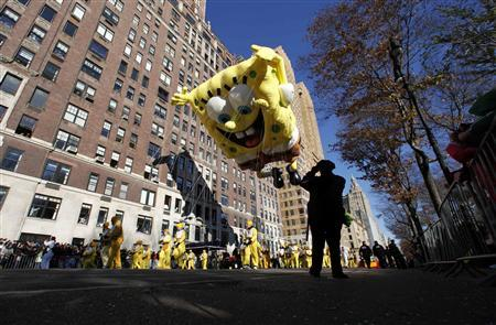 The SpongeBob SquarePants balloon floats down Central Park West during the 85th Macy's Thanksgiving day parade in New York November 24, 2011.    REUTERS-Gary Hershorn
