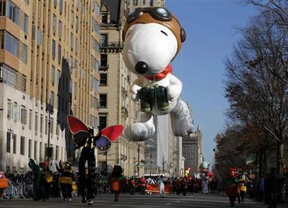 The Snoopy the Flying Ace balloon floats down Central Park West during the 85th Macy's Thanksgiving day parade in New York November 24, 2011.    REUTERS-Gary Hershorn
