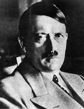 Архивное фото Адольфа Гитлера. Два предмета постельного белья, принадлежавшего Адольфу Гитлеру, с его инициалами и свастикой будут выставлены на аукционе в Великобритании на следующей неделе. REUTERS/Stringer