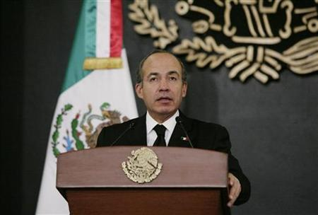 Mexico's President Felipe Calderon addresses the nation on the death of Mexico's Interior Minister Francisco Blake Mora in a televised address from the presidential palace Los Pinos in Mexico City November 11, 2011. REUTERS/Bernardo Montoya