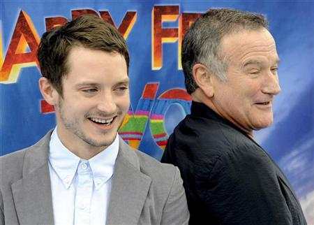 Actor and voice of Mumble, Elijah Wood (L) and actor and voice of Ramon, Robin Williams (R) arrive at the premiere of ''Happy Feet Two'' in the Hollywood area of Los Angeles, California, November 13, 2011. REUTERS/Gus Ruelas