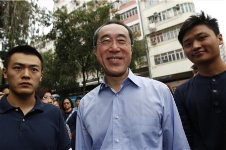 Hong Kong's former Chief Secretary Henry Tang Ying-yen walks on a street during an election campaign at Sham Shui Po in Hong Kong November 26, 2011.  REUTERS/Tyrone Siu