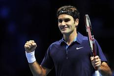 O suíço Roger Federer reage após ganhar a semi-final contra David Ferrer, da Espanha, chegando à final do torneio ATO World Tour, em Londres. 26/11/2011 REUTERS/Toby Melville