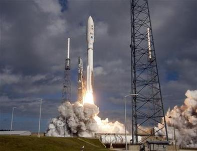 An Atlas 5 rocket lifts off from the launch pad in Cape Canaveral, Florida November 26, 2011. REUTERS/Michael Brown
