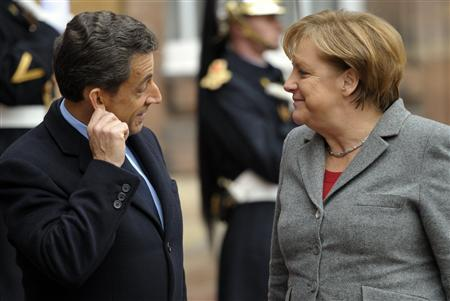France's President Nicolas Sarkozy (L) welcomes German Chancellor Angela Merkel at a meeting in the eastern French city of Strasbourg, November 24, 2011.   REUTERS/Philippe Wojazer