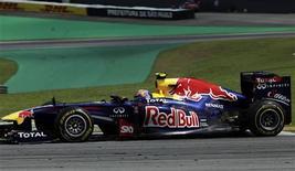O australiano Mark Webber, da Red Bull, durante o Grande Prêmio do Brasil de F1, no circuito de Interlagos, em São Paulo. Webber ganhou o Grande Prêmio neste domingo, com o campeão mundial da temporada da Fórmula 1 e seu companheiro de Red Bull, Sebastian Vettel, ficando em segundo lugar. 27/11/2011 REUTERS/Ricardo Moraes