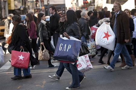 Black Friday shoppers cross 34th street, in Herald Square, in New York November 25, 2011. REUTERS/Andrew Burton
