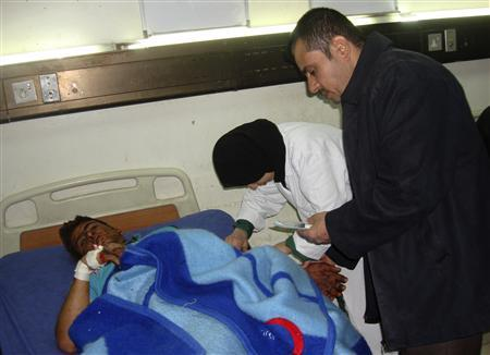 A man who was wounded in a bomb attack is treated at a hospital in Baghdad November 28, 2011.   REUTERS/Stringer