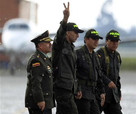 Colombian police sergeant Luis alberto Erazo gestures upon his arrival at the airport in Bogota November 27, 2011. REUTERS/John Vizcaino