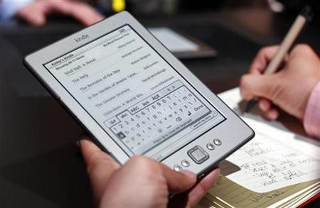 A reporter tries out a new $79 Kindle tablet at a news conference during the launch of Amazon's new tablets in New York, September 28, 2011. REUTERS/Shannon Stapleton