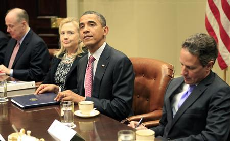 U.S. President Barack Obama looks up during a meeting with leaders of the European Union to discuss economic issues at the White House in Washington November 28, 2011.  Flanking Obama are Secretary of State Hillary Clinton and Treasury Secretary Tim Geithner.  REUTERS/Kevin Lamarque