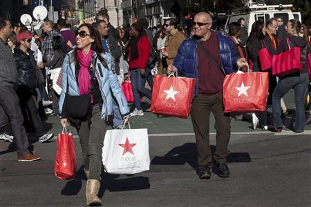 Black Friday shoppers cross 34th Street outside Macy's in Herald Square in New York, November 25, 2011. REUTERS/Andrew Burton