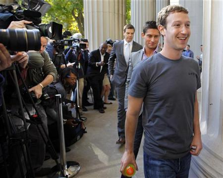 Facebook founder and CEO Mark Zuckerberg walks away after briefly speaking to reporters during a visit to the Massachusetts Institute of Technology in Cambridge, Massachusetts November 7, 2011.   REUTERS/Brian Snyder