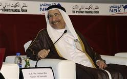 Глава Центробанка ОАЭ Султан Нассер аль-Сувейди на финансовом форуме в Кувейте, 31 октября 2011 г. Центробанк Объединенных Арабских Эмиратов возобновил скупку гособлигаций США, так как процентные ставки по ним вернулись к разумным уровням, сообщил во вторник управляющий Центробанка. REUTERS/Stephanie McGehee