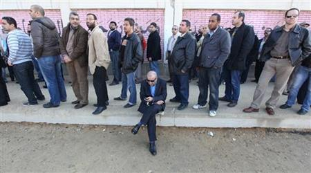 People stand in line outside a polling station as they wait to cast their votes during parliamentary elections in Cairo November 28, 2011. REUTERS/Amr Abdallah Dalsh