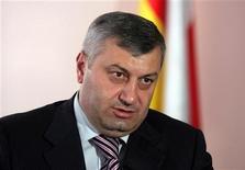 Президент Южной Осетии Эдуард Кокойты дает интервью Рейтер в Цхинвали 30 июля 2009 года. Суд непризнанной Южной Осетии отменил итоги второго тура президентских выборов, в которых потерпел поражение кандидат Кремля и партии нынешнего президента Эдуарда Кокойты. REUTERS/Stringer