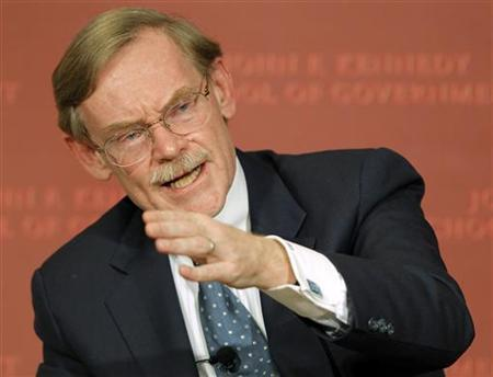 Robert Zoellick, president of the World Bank Group, answers a question from the audience at the John F. Kennedy School of Government at Harvard University in Cambridge, Massachusetts November 29, 2011. REUTERS/Brian Snyder