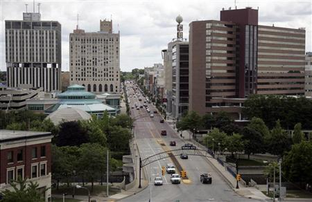 Traffic goes by in downtown Flint as seen from the historic Durant Hotel that is currently being restored after closing in 1973, in Michigan July 8, 2009. REUTERS/Rebecca Cook