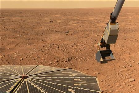 NASA?s Phoenix Mars Lander?s solar panel and the lander?s Robotic Arm with a sample in the scoop are seen in this image taken June 10, 2008 by the lander's Surface Stereo Imager.  REUTERS/NASA/JPL-Caltech/University of Arizona/Handout