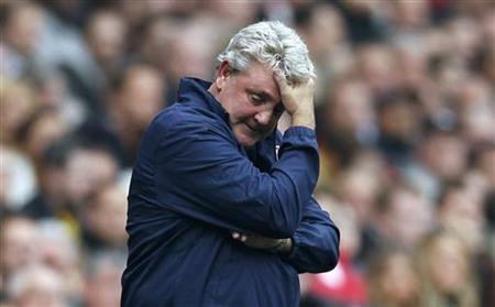 Sunderland manager Steve Bruce reacts during their English Premier League soccer match against Arsenal at the Emirates Stadium in London October 16, 2011. REUTERS/Eddie Keogh/Files