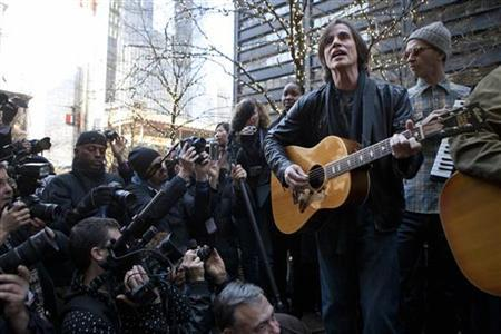 Musician Jackson Browne performs in support of the Occupy Wall Street movement at Zuccotti Park in New York December 1, 2011. REUTERS/Andrew Burton