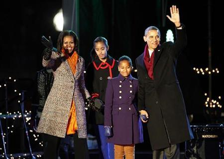 President Barack Obama and the first family arrive to take part in the National Christmas Tree Lighting ceremony in Washington December 1, 2011.    REUTERS/Molly Riley