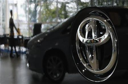 A visitor is reflected on a Toyota car at the company's showroom in Tokyo November 8, 2011. REUTERS/Toru Hanai