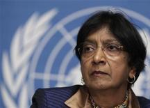 Комиссар ООН по правам человека Нави Пиллай на пресс-конференции в штаб-квартире ООН в Женеве 1 декабря 2011. Жертвами столкновений антиправительственных демонстрантов с лояльными режиму президента Башара Асада силами в Сирии стали уже 4.000 человек, включая 307 детей, сообщила Пиллай. REUTERS/Denis Balibouse