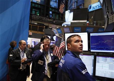 Traders work on the floor of the New York Stock Exchange November 30, 2011. REUTERS/Brendan McDermid