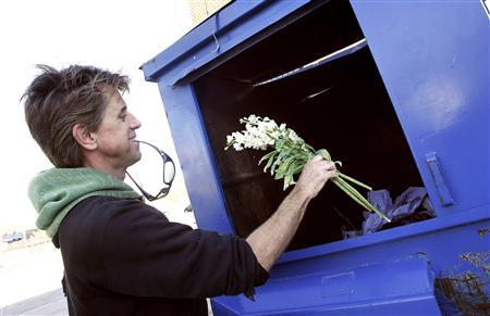 Jeff Ferrell, a professor of sociology at Texas Christian University, pulls discarded flowers out of a dumpster behind a florist shop in Fort Worth, Texas November 30, 2011.  REUTERS/Mike Stone