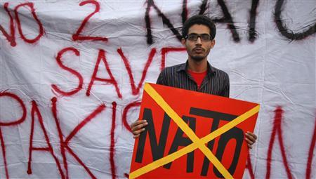 A student holds a placard during an anti-American demonstration near the U.S. consulate in Karachi, December 2, 2011.    REUTERS/Athar Hussain
