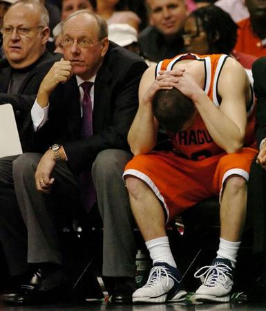 Syracuse head basketball coach Jim Boeheim (C), along with former assistant coach Bernie Fine (L), watch the final seconds of their NCAA game against Villanova in Philadelphia, January 21, 2006.  REUTERS/Bradley C Bower
