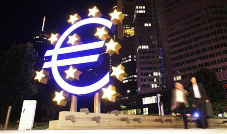 A sculpture showing the euro currency sign is seen in front of the European Central Bank (ECB) headquarters in Frankfurt, August 18, 2010. REUTERS/Alex Domanski
